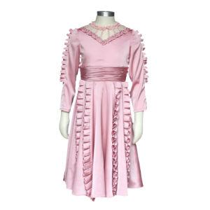 夏の幼稚園の女の子の学生服の長い袖の子供のピンクのひだの絹のサテンの服