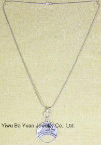 Grote Anti Zilveren van de manier Gehamerd om Bloem met de Halsband van het Bergkristal