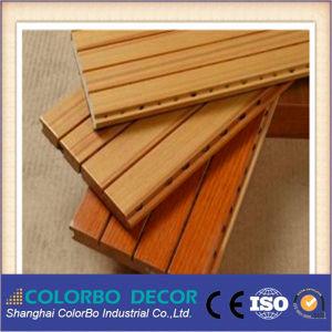 Le rendement en bois MDF rainuré ignifugé Panneau acoustique avec plafond insonorisées