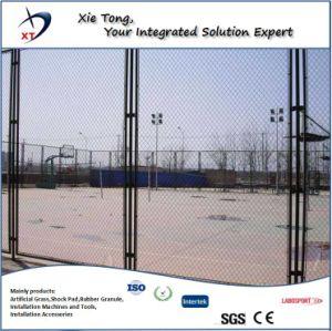 サッカー競技場の溶接された網の塀