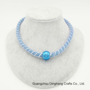 La maglia blu del branello della trasparenza di Electrophoresic dei monili di modo Enwrap la collana Chain del cereale per i monili delle donne