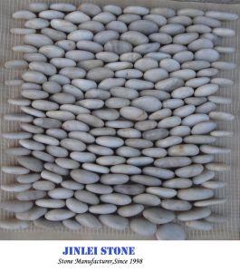 赤またはブラウンまたは白くまたは黒いですまたは多色刷りの磨かれた川または景色の石造りの自然な石造りの玉石及び小石のタイル