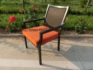 세라믹 테이블 & 대나무 의자를 가진 세트를 식사하는 안뜰 정원 ...