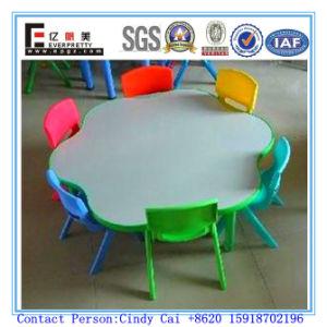 幼稚園は販売のための表およびプラスチック椅子をからかう