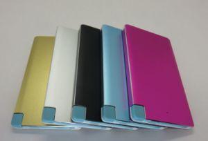 Metal colorido 4000mAh de energía de la tarjeta de crédito Banco con Mirco USB y adaptador de relámpagos