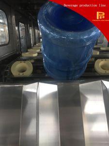 O plástico Buckets a linha de produção de enchimento da água para o produto comestível 5 galões