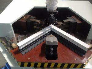 Bonne qualité de l'aluminium porte fenêtre Making Machine/coin de la tête de sertissage en aluminium Machine unique