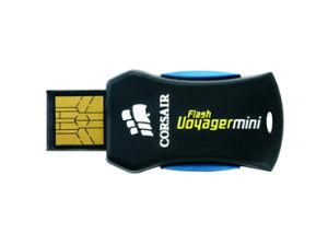 海賊の抜け目がない航海者小型32GB USBのフラッシュドライブ