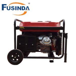Mano che avvia il generatore Fh6500e della benzina di 230V 5kw