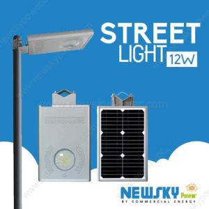Все ячейки солнечной энергии в одной из улиц лампа