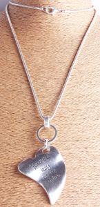 Personaliseer Verklaring de Antieke Zilveren Met de hand gemaakte Gehamerde Gebogen Halsband van de Tegenhanger van het Hart de Manier aan Uw Hart vindt