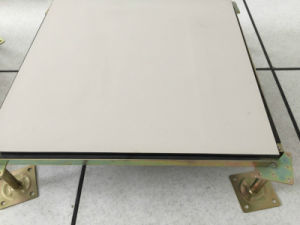 L'accès avec plancher en céramique