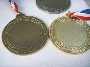 Kundenspezifisches silbernes Medaillon mit weichem Decklack, freie Probe erhältlich! (132)