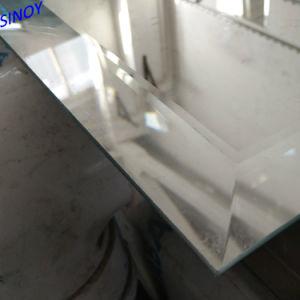 Abgeschrägtes Spiegel-Glas mit freiem Bild