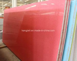 赤いカラーか赤い輝きのカラーによって組み直される人工的な水晶平板