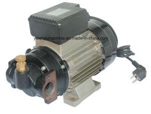 Моторное масло для дизельных двигателей и два насоса