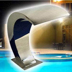 Piscine intérieure ou de décoration de massage spa jet d'eau