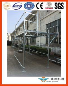 O sistema do andaime da fachada segue com o estilo de Layher (FAS-S)