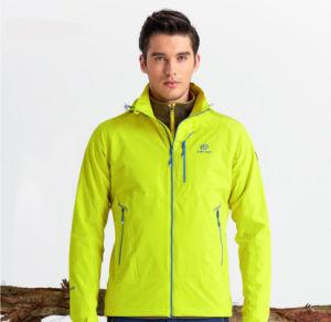 중국 최고 스키 착용 옥외 남자는 재킷을 방수 처리한다