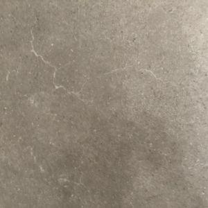 灰色の大理石によって艶をかけられる床タイル60*60の無作法なタイル