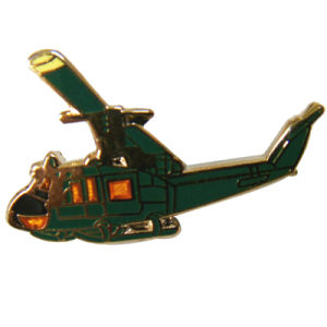 Kundenspezifische Flugzeug-Form-weicher Cloisonne Metallbrosche-ReversPin für Dekoration (211)