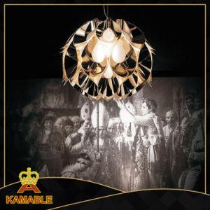 Um elegante pingente de ferro de acrílico (Lâmpadas KA9288/ouro)