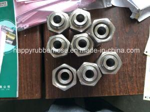Un trozo de manguera hidráulica accesorios de tubería