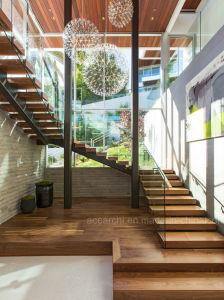 Un design moderne forme en U escalier en verre avec escalier en bois ...