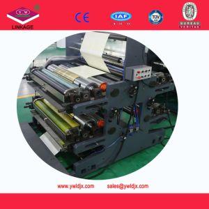 Estudiante la impresión flexo y Cosido Cuaderno de ejercicios que hace la máquina