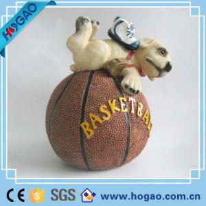 Venda por grosso de resina novidade Dog Figurine com o basquetebol