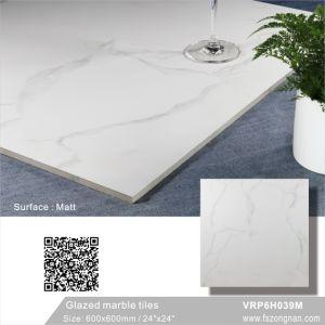 中国フォーシャンカラーラの白い艶をかけられた大理石の磨かれた磁器の床タイル(VRP6H039M、600X600mm)