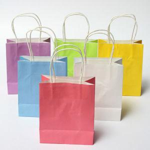 Sac cadeau en papier kraft colorés fête de mariage sac cadeau de papier de la poignée