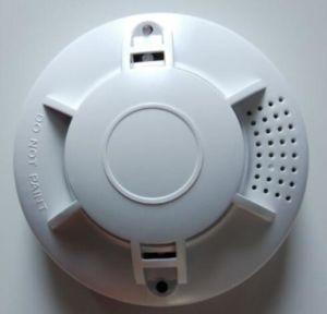 高く敏感なスタンドアロン9V電池の光電火災報知器の煙探知器