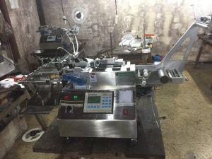 Stacking Function (JQ-3010B Model)를 가진 최신과 Cold Satin/Nylon/Polyester Taffeta Label Cutting Machine