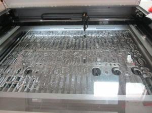 スクリーンの保護装置の高精度ペットフィルムレーザーの打抜き機