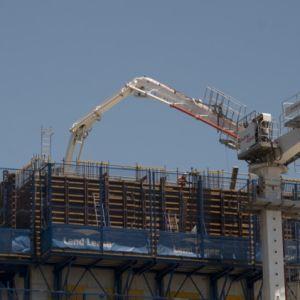 Kolom die Concrete Plaatsende Boom beklimmen