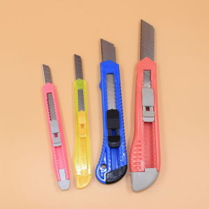 Box Boîte en plastique de la faucheuse multi-fonction Variété Couteau de sécurité