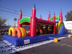 La pista gigante de la carrera de obstáculos inflables juegos de deporte para la venta
