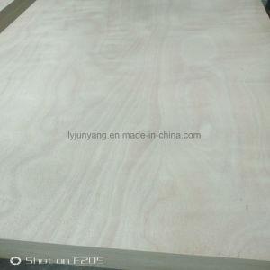 Álamos Core con frente de madera contrachapada de Okume