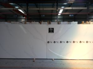 Blanc Pierre Quartz artificiels Surface solide de décoration pour les comptoirs de cuisine