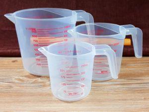 Taza de medida de plástico para el médico/bicarbonato/cocina con mango