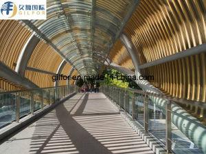 Декоративная стена из алюминия для пешеходного моста