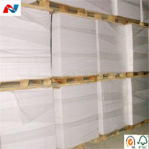 Eco friendly el reciclaje de papel kraft blanco y marrón en el rodillo