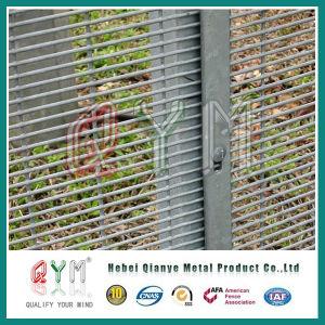 358塀または高い安全性の塀か溶接された金網に反上りなさい