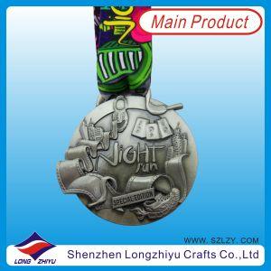 Neck Lanyard, Metal Souvenir Medallion Award (LZY-201300074)를 가진 2014 3D Special Zinc Alloy Medal Antique Silver Race Medal