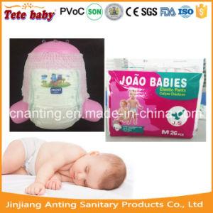おむつの上の2017新しい赤ん坊Puling