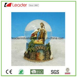 De Bol van de Sneeuw van het Standbeeld van de Geboorte van Christus van Polyresin voor de Decoratie van het Huis en het Ornament van Kerstmis