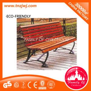 公園の木製のベンチの屋外の余暇の椅子