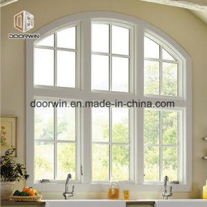 Finestra bianca di legno solido
