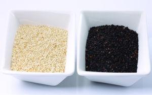 Branco e preto orgânico de sementes de gergelim